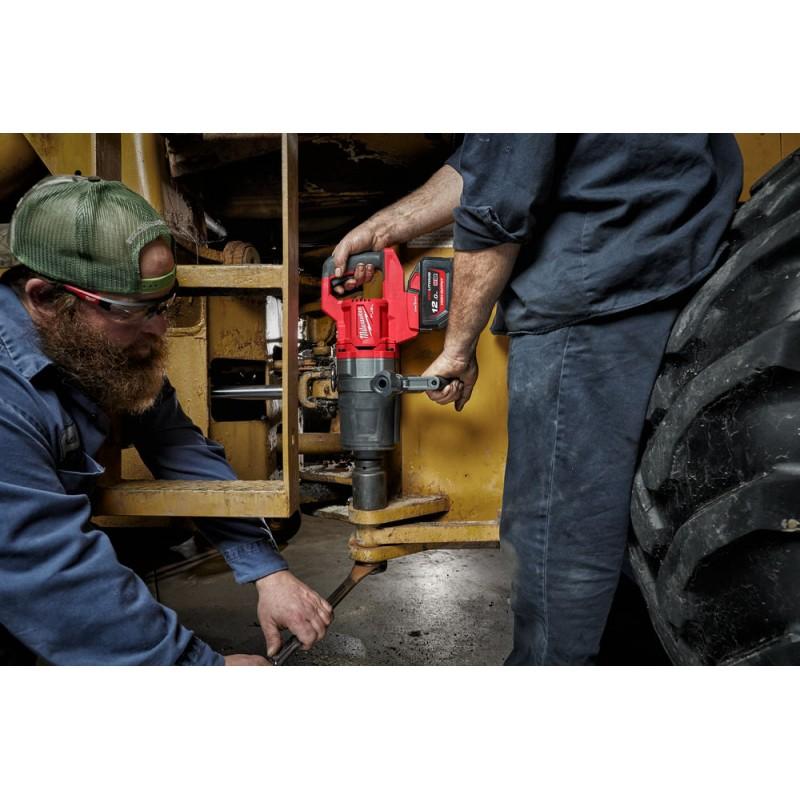 Аккумуляторный высокомоментный ударный гайковерт MILWAUKEE M18 FUEL ONEFHIWF1DS-0C  4933472071