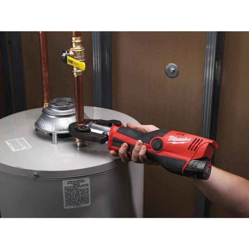 Аккумуляторный гидравлический инструмент для обжима труб MILWAUKEE  M12™ HPT-202C 4933443085