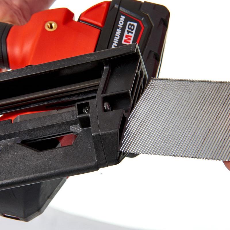Гвоздезабиватель с наклонным магазином MILWAUKEE M18 FUEL CN16GA-202X 4933451570