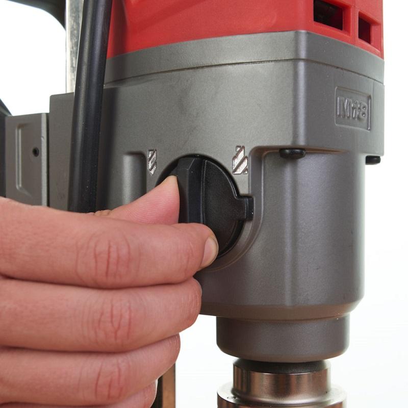 Аккумуляторная дрель на магнитной станине с постоянным магнитом MILWAUKEE M18 FUEL FMDP-0C 4933451636