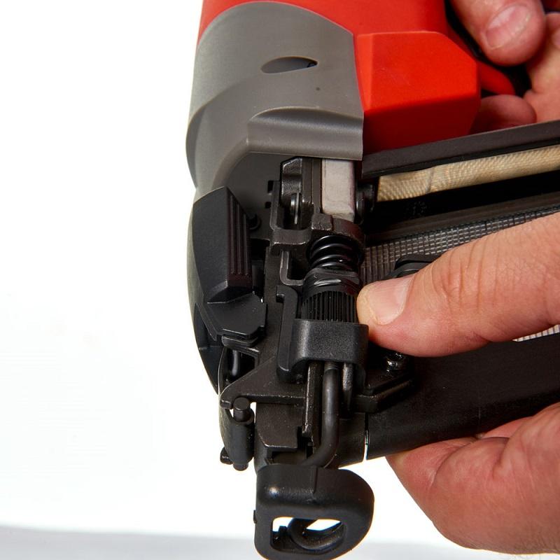 Гвоздезабиватель с наклонным магазином MILWAUKEE M18 FUEL CN16GA-0X 4933451958