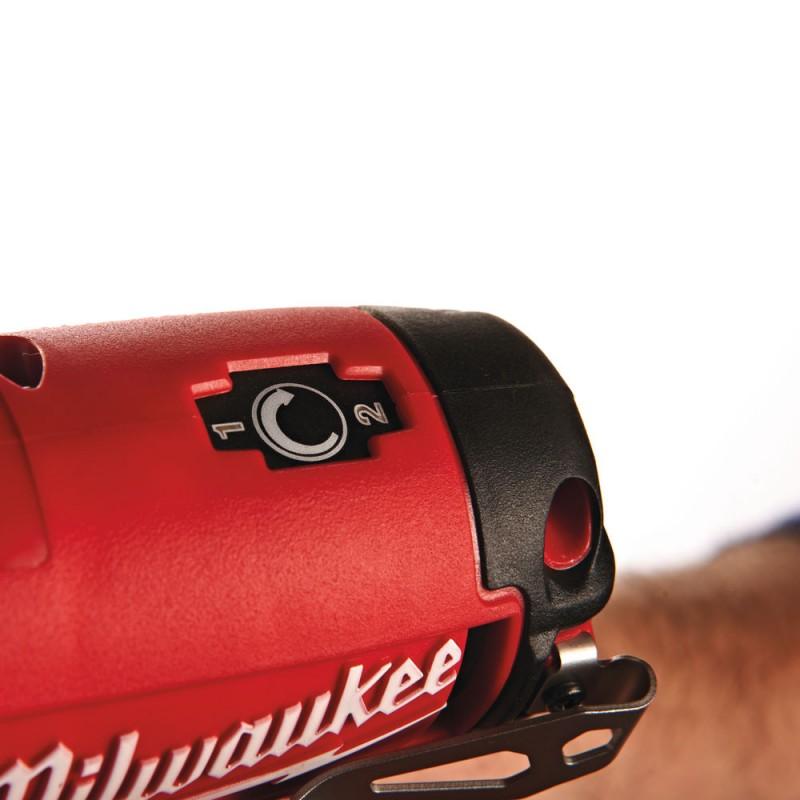 Импульсный гайковерт MILWAUKEE 3/8'' M12 CIW38-202C 4933440420